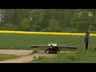 Немецкий изобретатель создал компактное реактивное крыло, которое превращает человека в самолет - Первый канал
