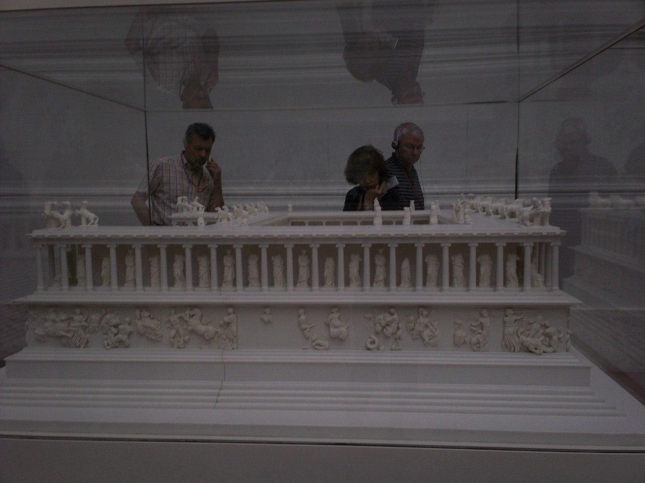 Елена Руденко. Германия. Берлин. Музей Пергамон. 2013 г. июнь. ELN-TJOi-Uc