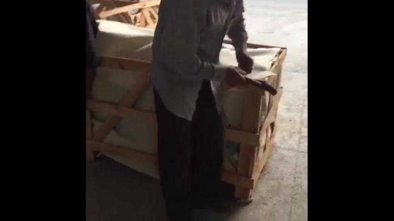 Упаковка гранитных изделий на заводе в Китае китайкамень гранитзаводвкитаегранитоптом