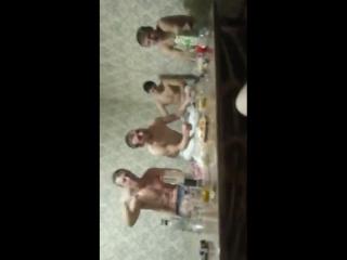 chichichong с корешами на бане