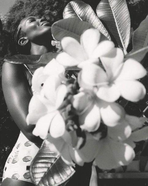 Топ-модели Наоми Кэмпбелл уже почти 50 лет. Но вы только посмотрите на нее, как хороша!