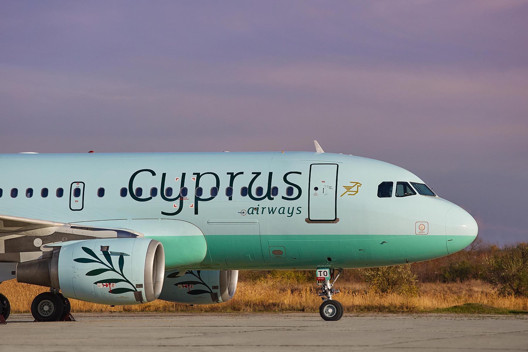 Лайнер Кипрских авиалиний в аэропорту