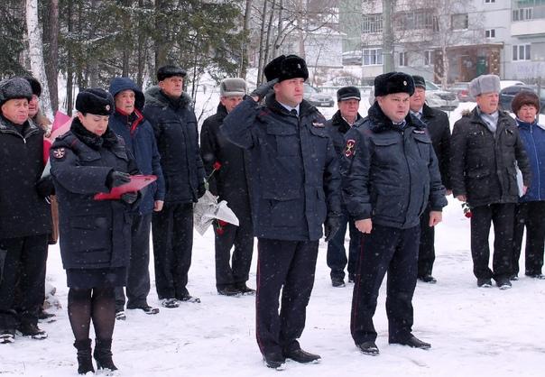 В Усть-Илимске полицейские почтили память коллег