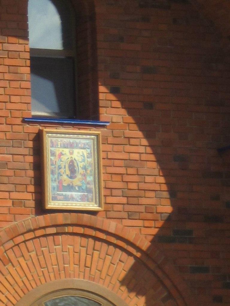 Надвратная икона храма Похвала Пресвятой Богородицы (03.07.2014)