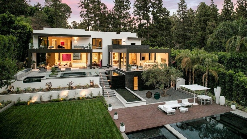 $150,000 per Month! Incomparable Beverly Hills Morden Mansion over an acre of land