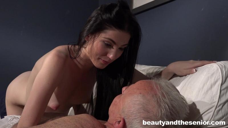 Дед ебет внучку » Скачать порно видео бесплатно на любой вкус