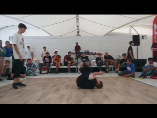 The first round on the Free Hip-Hop battle13.