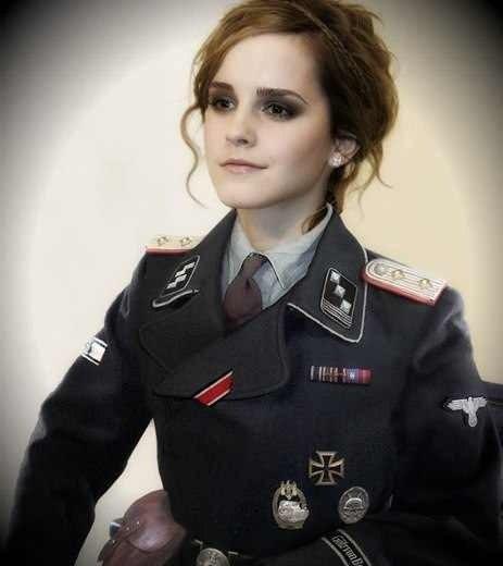 женщины в нацистской форме