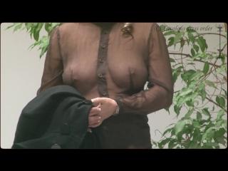 Публичные обнажения. голая на публике