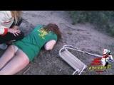 Девушка упала с качели на пикнике в лесу (ору)