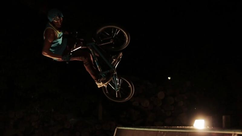 Ночная съемка трюков на вело!