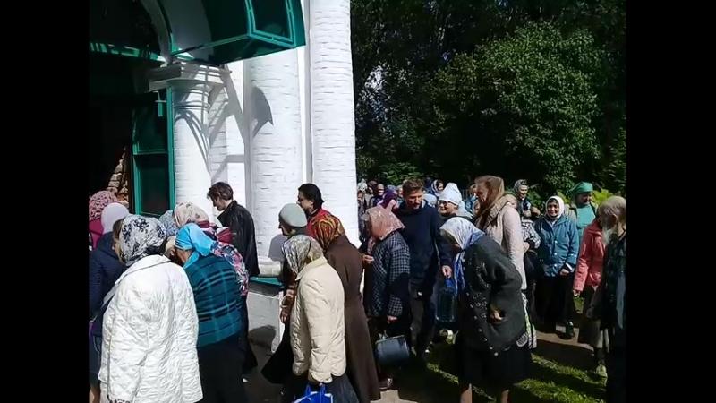 Церковь Спаса в Иваньково вход