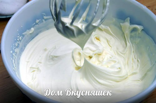 👉 ТОП 8 САМЫХ ПРОСТЫХ КРЕМОВ ДЛЯ ТОРТОВ И ДЕСЕРТОВ 👈 ● 500мл. молока, 200гр. сахара ● 1ч. ложка ванилина, 50гр. муки Смотри продолжение рецепта в Доме Вкусняшек...