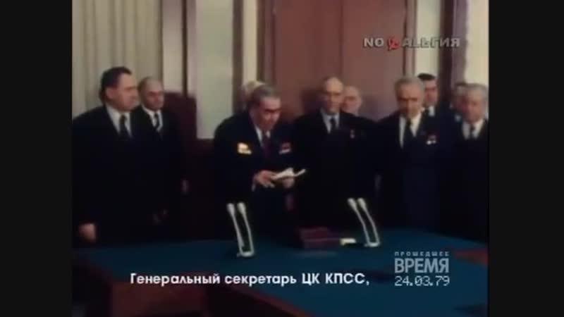 2030 год. Президент России В.Путин в присутствии руководства Единой России вручает высокие награды Родины А.Вайно и Д.Медведеву.