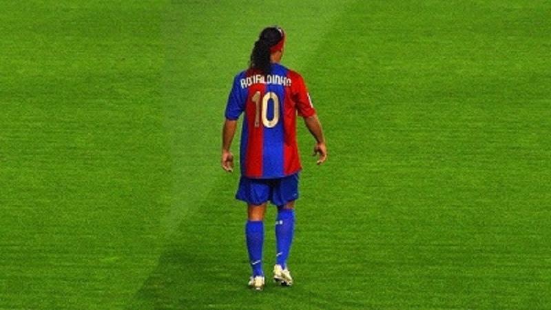 15 моментов с Рональдиньо которые НЕВОЗМОЖНО забыть