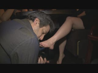 Mistress T public foot-fetish licking feet #femdom #slave #domination #shoes #госпожа #подчинение #ножкивтуфлях #каблуки