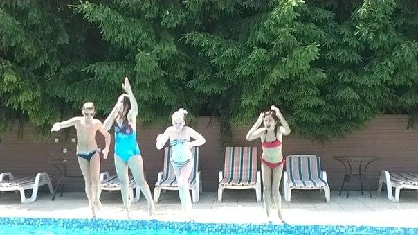 наши ученики в бассейне