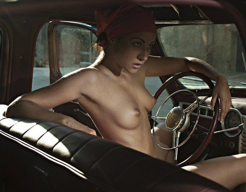 zhenshini-i-avto-foto-erotika