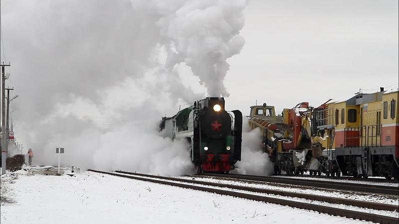 Паровоз П36 0120 с ретро-поездом.