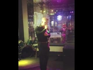 Спел свою любимую песню, на сцене одного из лучших караоке Перми👌🏿