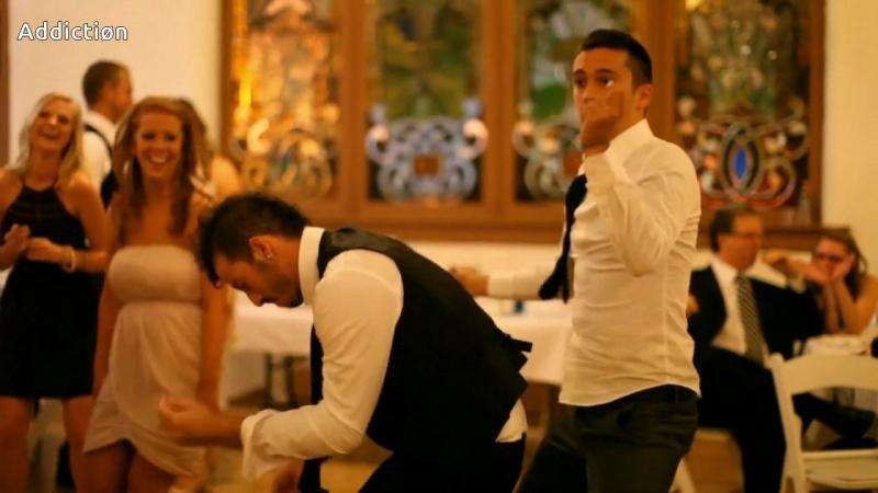 Тай и Джош танцуют на свадьбе мув