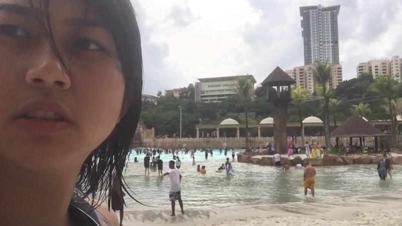 Тупая история о том как мы с Айкой двинули в аквапарк