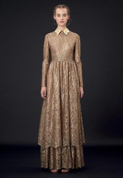 Новая коллекция Valentino  золотое платье в пол