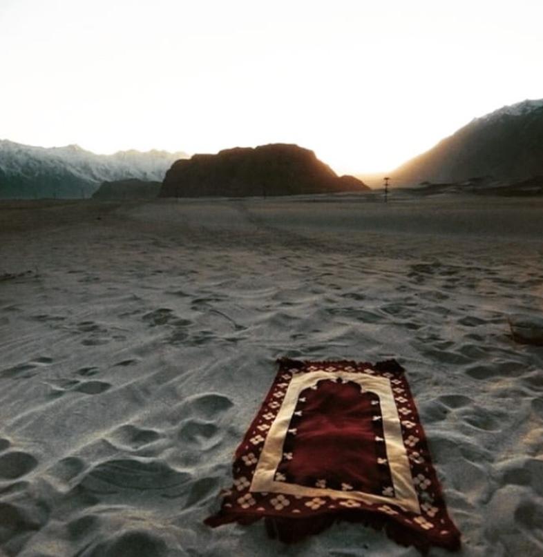Мечта - совершить намаз на песке