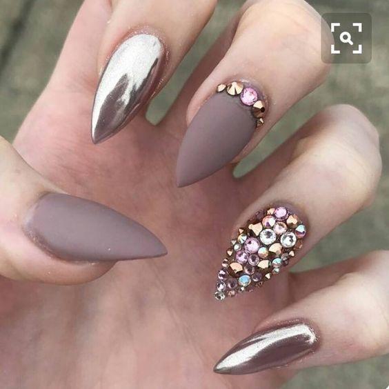 Матовые острые ногти