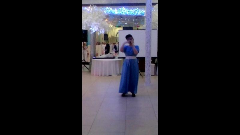Мама на свадьбе дяди и тети!