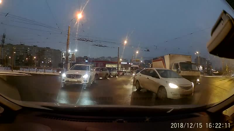 Авария на Жукова и Стачек