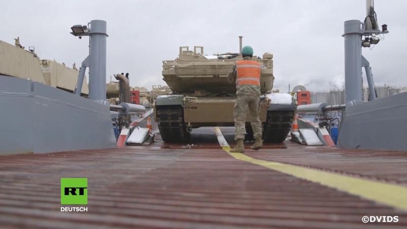 Nach Ankunft von vier Schiffen mit US Militärgerät in Belgien Kettenfahrzeuge erreichen Mannheim