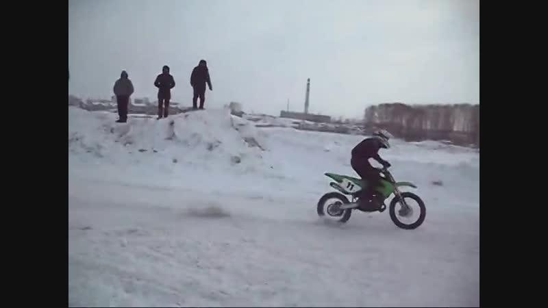 Фрагмент зимнего мотокросса в Кемерово