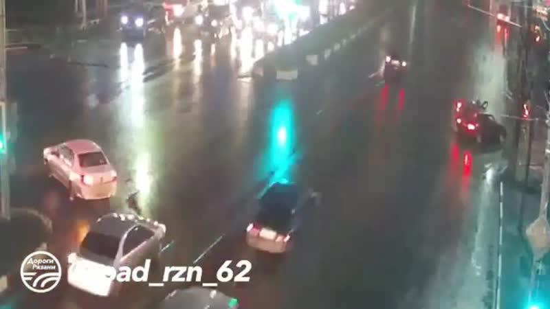 Repost @ road rzn 62 ・・・ 🚨 ДТП в Рязани Не проскочил 🚔 Московское шоссе 📅 Дата 10 11 18 ДорогиРязани ryazan rznlife r