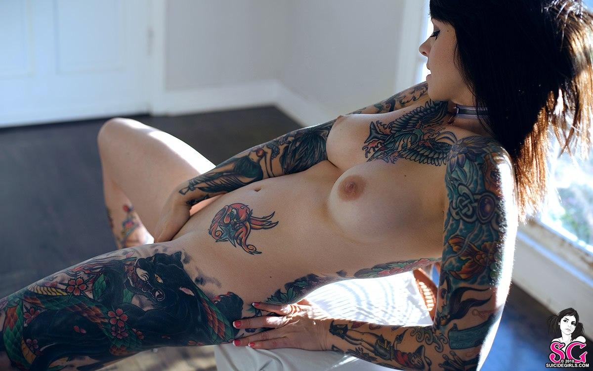 seks-s-tatu-devushkami