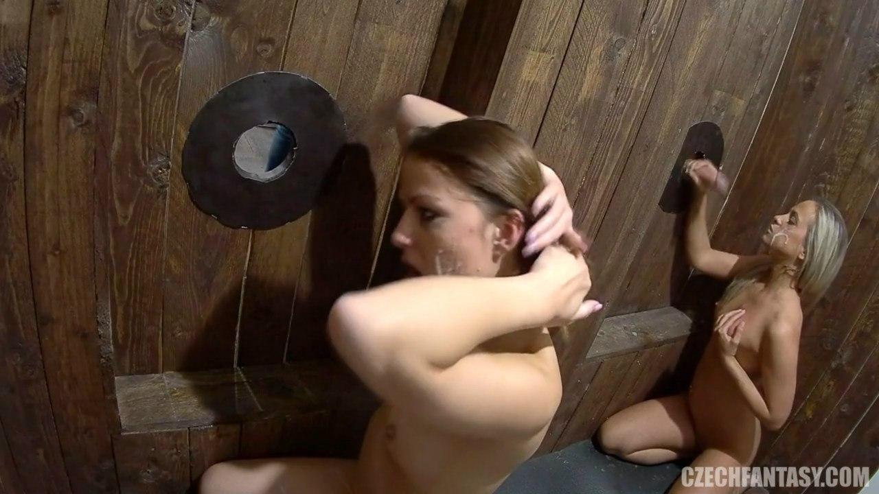 Девочки принимают в ротик через дырочку