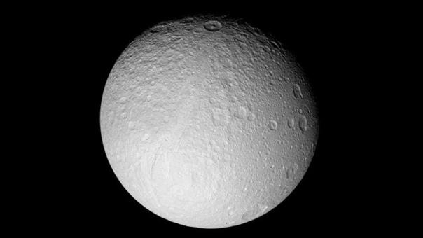 Луна отходит от своей орбиты
