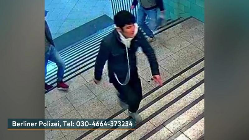 Berlin Alexanderplatz Polizei sucht mit Fotos nach Schlägern