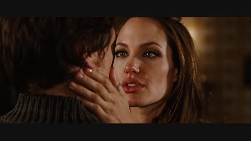 Страстный поцелуй Анджелины Джоли
