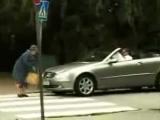 Бабушка переходит дорогу))