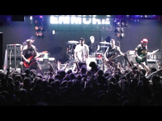 EMMURE - Frankie gets electroshocked on stage in Moscow, Russia