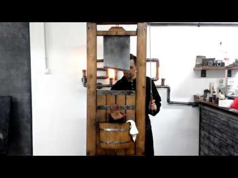 Безопасная гильотина для руки фокус экспонат для музея