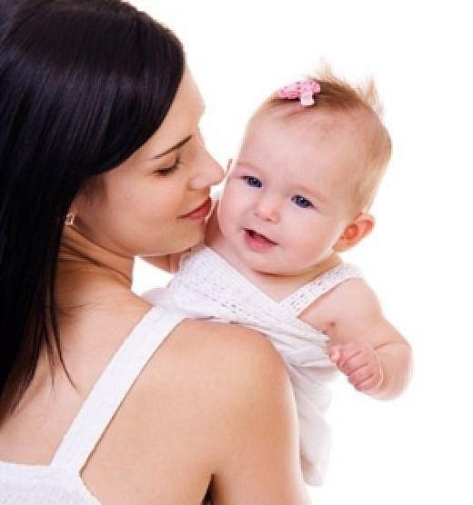 Мне говорят, что слишком много Любви я детям отдаю, Что материнская тревога До срока старит жизнь мою, Ну что смогу я им ответить- Сердцам,бесстрастным,как броня? Любовь,мной отданная детям, Сильнее делает меня!!!