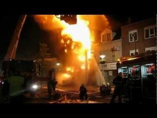 Vuurzee verwoest monumentaal winkelpand aan de Schrans in Leeuwarden