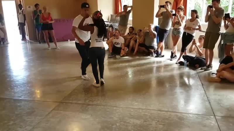 El Sueco Johanna bailando Merengue - Ramon Cordero ft Edilio Paredes Calzoncillos Largos