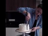 Процесс сборки и выравнивания торта. Pauline School.