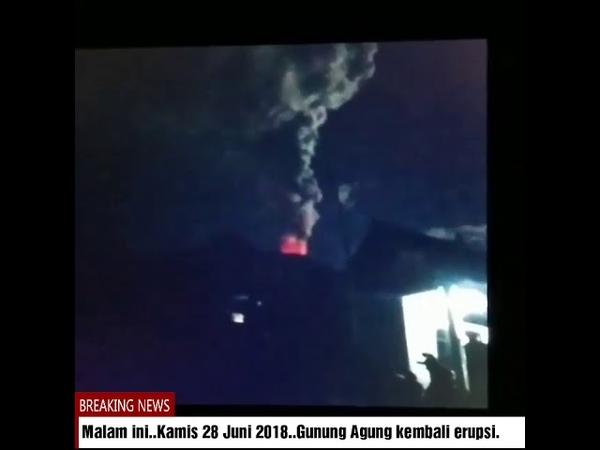 Breaking News Gunung Agung kobaran api di puncak Gunung Agung