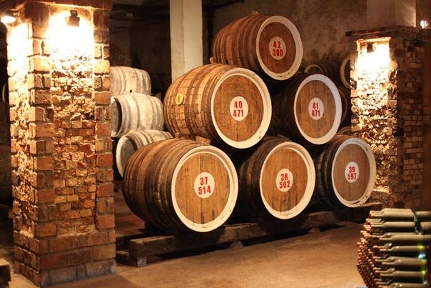 КАК АРМЯНЕ НАЧАЛИ ДЕЛАТЬ КОНЬЯК Армянский коньяк, как отмечают знатоки элитного алкоголя, является самым настоящим элитным напитком, несмотря на свою доступность. Существует множество теорий о
