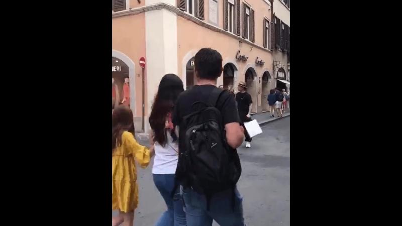 Дэн Лунь в Риме инцидент на перекрёстке
