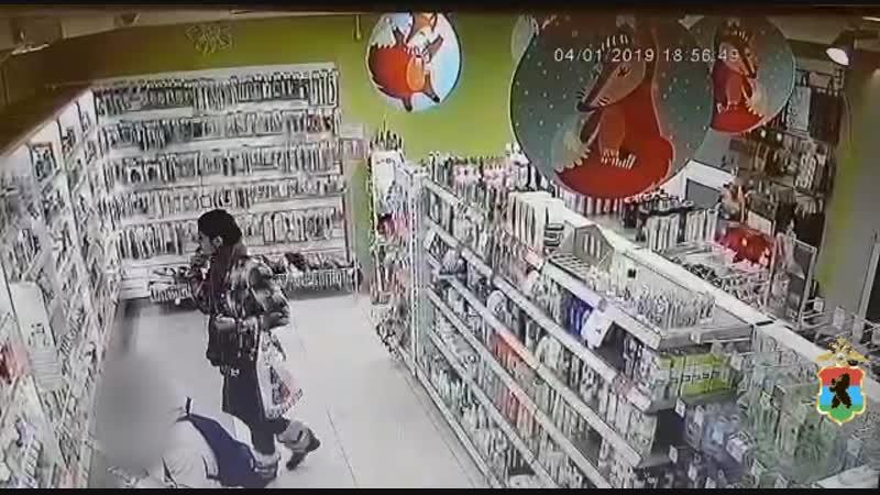 Сотрудниками полиции устанавливается личность и местонахождение гражданки причастной к краже товаров из магазина